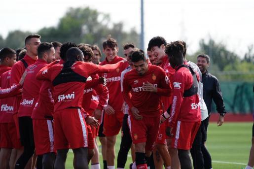 Imagen de de los jugadores del Real Mallorca durante un entrenamiento en Son Bibiloni.