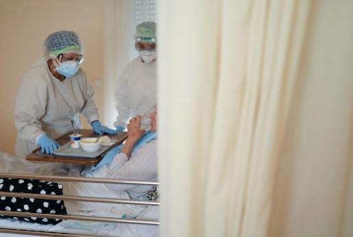 Una mujer contagiada de coronavirus ingresada en un hospital de Barcelona.