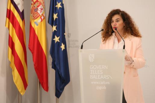 La portavoz del Govern, Pilar Costa, durante su comparecencia ante los medios.