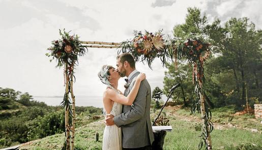 Triunfan los ambientes bucólicos con elementos florales, tanto en bodas estivales y al aire libre, como en pleno invierno y en espacios cerrados.