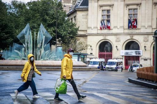 Francia impondrá una cuarentena de 14 días a las personas que lleguen del extranjero.