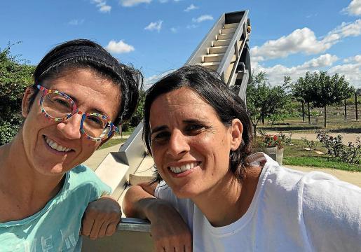 Bàrbara Mesquida (izq), responsable de Mesquida Mora y Mireia Oliver, de Can Majoral.