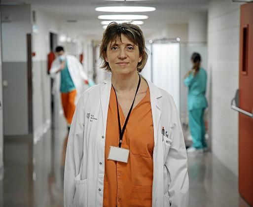 La doctora Rialp es la responsable de la Unidad de Cuidados Intensivos.