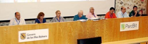 La mesa presidencial de la Asamblea de la Federació de Bàsquet de les Illes Balears, ayer, en el ParcBit.