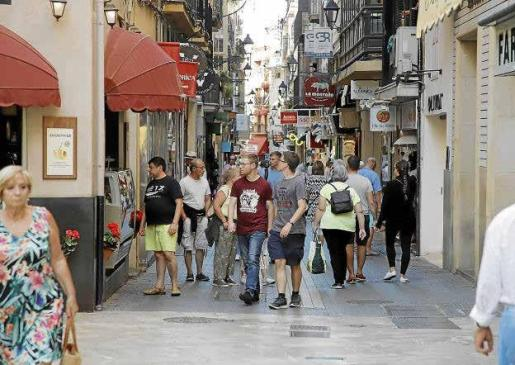 Los comerciantes aseguran que los cruceristas han salvado la temporada en algunas zonas de Palma.