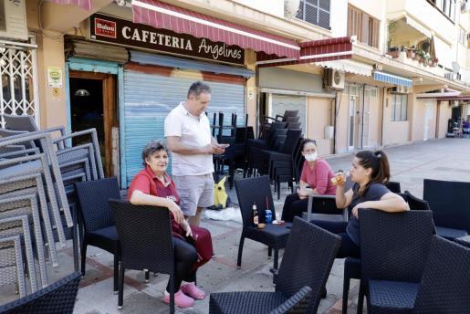 Pausa para almorzar en una calle peatonal de de s'Indioteria.