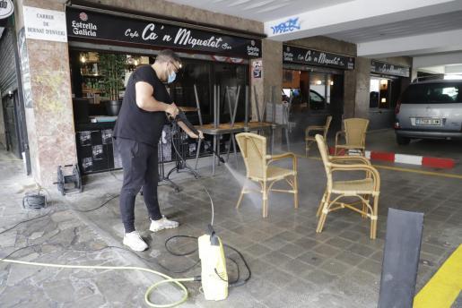 Los bares y restaurantes de Palma se preparan para la apertura.