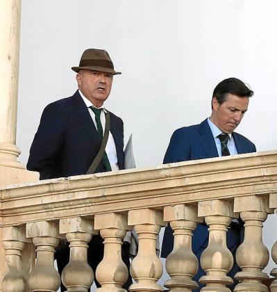 Miguel Ángel Subirán, con su abogado.