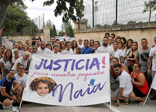 Familiares y amigos de la pequeña Naia, en el colegio La Salle, el pasado septiembre.