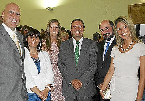 Guillermo Estarellas, Antonia Estarellas, Antonia Roca, Pere Rotger, padre Pablo Guerrero, director del centro; y Belén Soto.