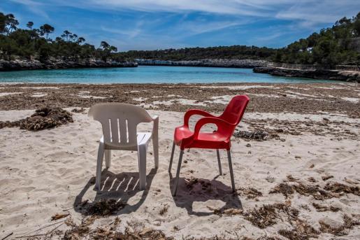 Cala Mondragó, también conocida como Caló de sa font de n'Alis es una de las playas de Mallorca que forma parte del Parque natural de Mondragó.