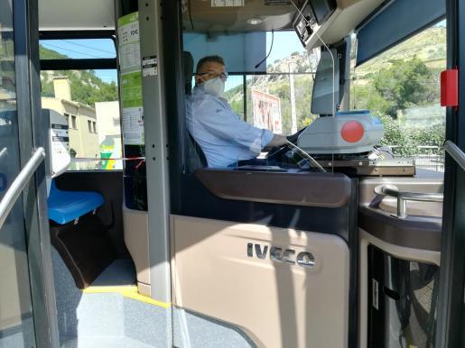 El uso de mascarillas es obligatorio en el transporte público.