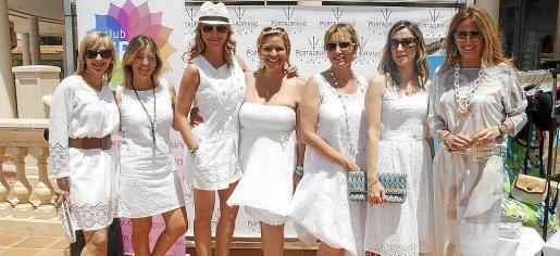 Maria Rosa Cortés, Azucena Bodonaba, Cristel Gelabert, Kettilyn Magnusson, Beatriz González, Yolanda Cubo y Teresa Tena.