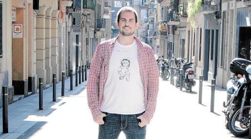 El narrador, poeta y traductor Jaume C. Pons Alorda, en una imagen reciente tomada en Barcelona.