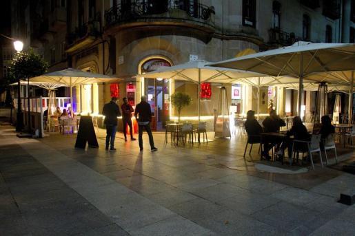Una terraza en Vigo, abierta esta madrugada del lunes, cuando ha entrado en vigor la fase 1.