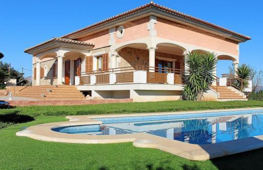 Imagen de archivo de una típica casa vacacional en Mallorca, de grandes dimensiones y con piscina.