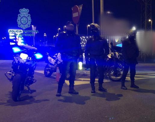 La Policía Nacional acordonó la zona para localizar al sospechoso.