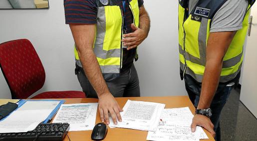 Agentes de la Policía Local de Palma y del Cuerpo Nacional de Policía, al frente del caso.