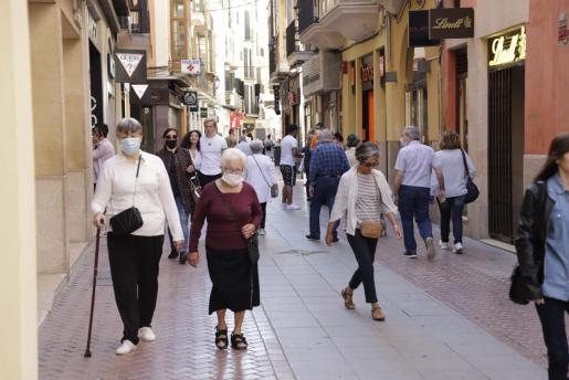 Imagen de los comercios abiertos en la calle Sant Miquel de Palma.