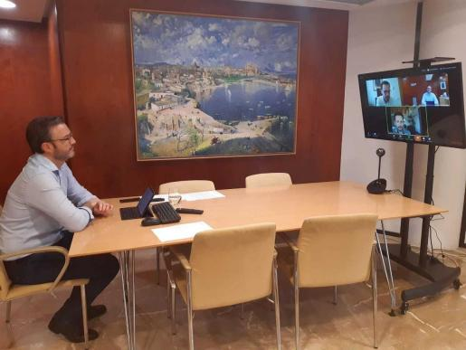 El alcalde de Palma, José Hila, el de Ibiza, Rafa Ruiz y el de Mahón, Héctor Pons, se han reunido de manera telemática.