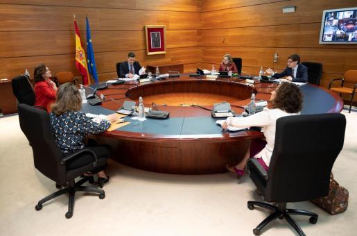 El presidente del Gobierno, Pedro Sánchez, preside la reunión semanal del Consejo de Ministros en el Palacio de la Moncloa, este martes, en Madrid.