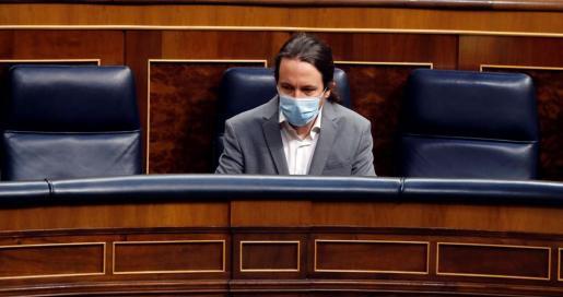 Pablo Iglesias, con mascarilla en su escaño.