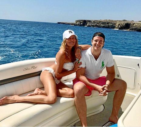 Ana Obregón y Alex Léquio, de vacaciones en Costa dels Pins.