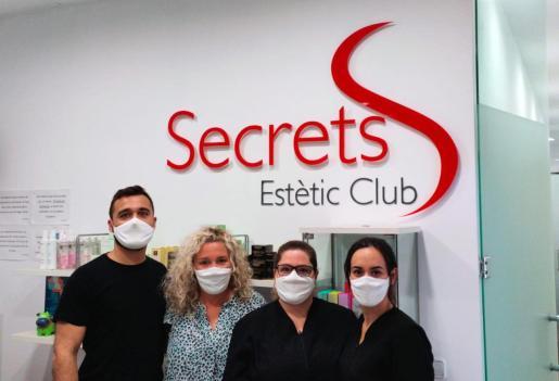 El personal de Secrets Estètic Club se ha puesto la mascarilla solidaria.
