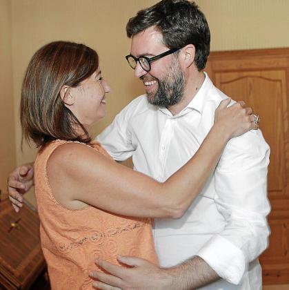 Francina Armengol, con el coordinador de Més, Antoni Noguera.
