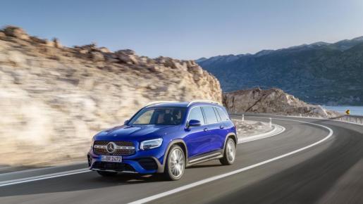 Mercedes amplía la gama de su SUV compacto, el GLB, con una nueva versión, denominada '180', equipada con un motor gasolina de baja cilindrada.