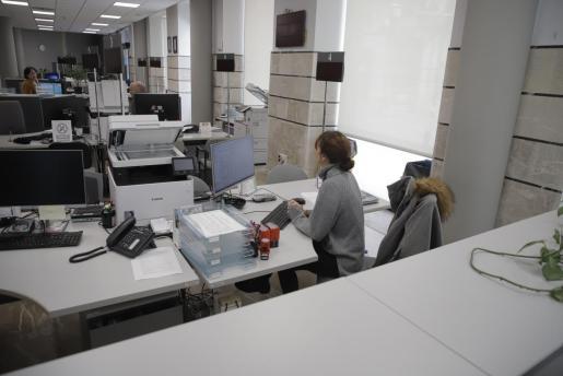 Imagen de unas oficinas del Ajuntament de Palma casi vacías.