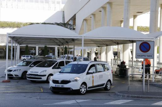 La tarifa mínima desde el aeropuerto ha subido a los 13,28 euros.