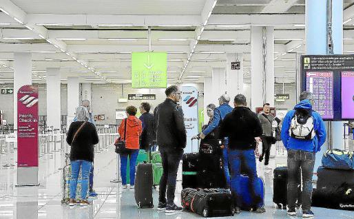 La crisis generada por la COVID-19 ha provocado el cierre de fronteras y paralizado la actividad de las aerolíneas.
