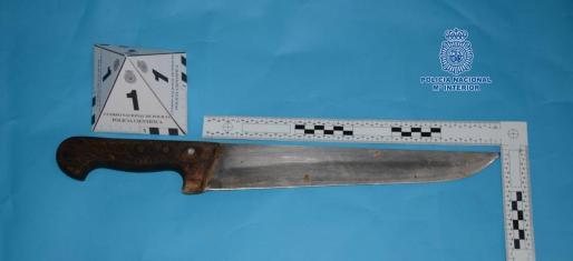 Imagen del arma blanca intervenida al detenido.