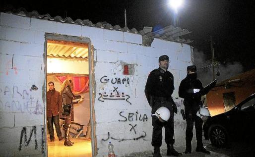 Pese a las continuas redadas policiales, el negocio de la venta de sustancias estupefacientes se mantiene en el poblado de Son Banya.