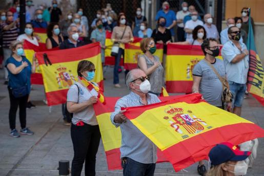 En algunos puntos de España han empezado a realizarse manifestaciones contra el Gobierno.
