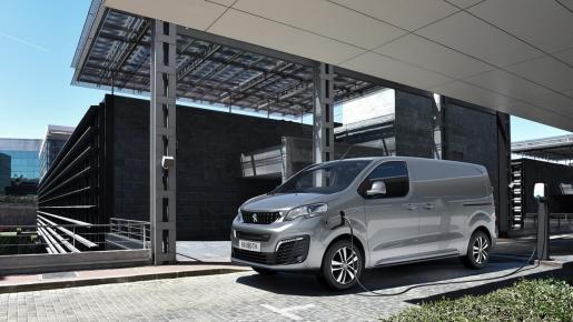 Peugeot ha planteado dos líneas de equipamiento para el e-Expert denominadas Pro y Premium.