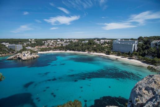 La movilidad entre Islas puede suponer, además, un pequeño empuje para el sector turístico de las Islas ya que los ciudadanos de Baleares podrían cambiar de isla para alojarse en un establecimiento hotelero.