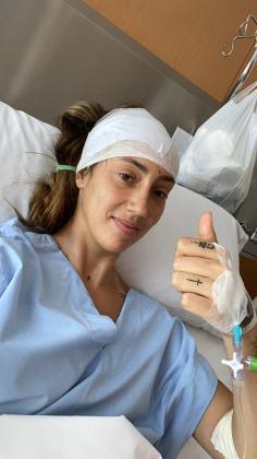 La futbolista mallorquina Virginia Torrecilla, tras la intervención.