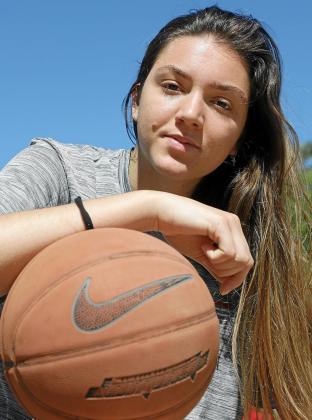La baloncestista isleña Helena Pueyo.