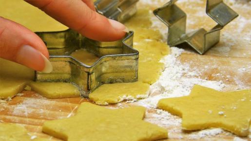 Una buena opción para el desayuno son las galletas de limón caseras.