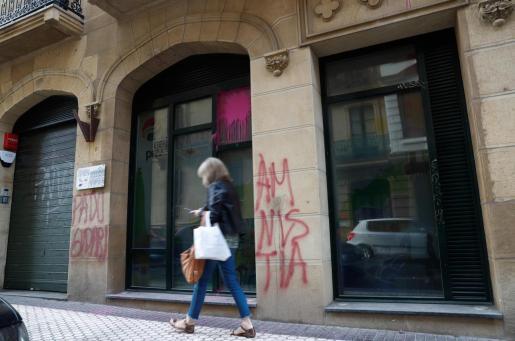 El batzoki en la Parte Vieja de San Sebastián ha sido objeto este viernes de un ataque con pintadas en apoyo al preso de ETA en huelga de hambre Patxi Ruiz y en la que han aparecido las siglas PNV en una diana.