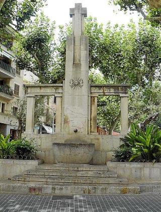 La cruz que se retiró en 2017 y reubicó en el cementerio.