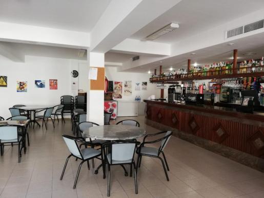 El bar Ca'n Bernat de Mancor listo para recibir clientes también en interior.