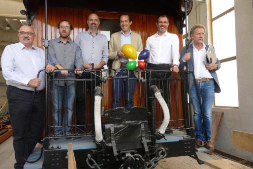 En octubre de 2017 el Govern balear anunció en la estación del tren de Son Carrió la inversión de 4,2 millones de euros a cargo del impuesto turístico. Los responsables autonómicos se fotografiaron con el logo en una de las máquinas que Ferrocaib conserva en la nave propiedad de SFM.