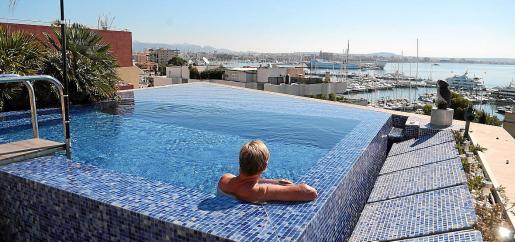 En Palma existen numerosas piscinas construidas en las cubiertas de los edificios.