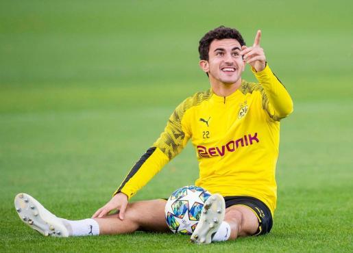 Imagen del lateral 'petrer' del Borussia Dortmund, Mateu Jaume Morey, durante un entrenamiento de su equipo.