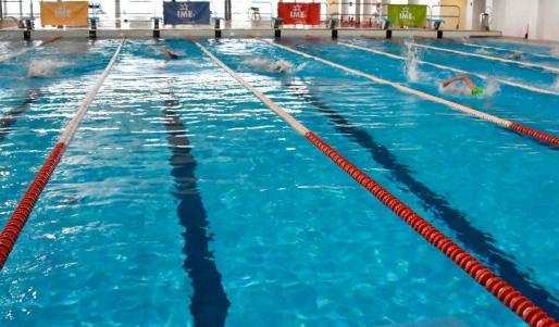 Imagen de una piscina municipal en Palma.