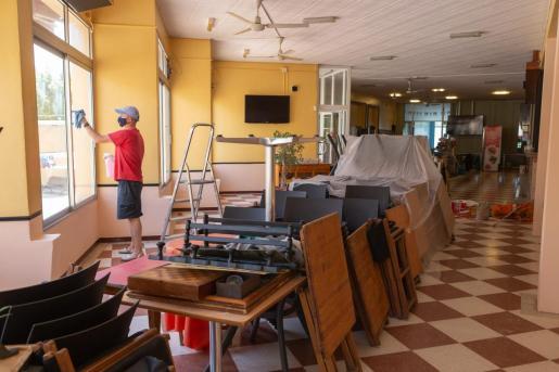 Bares de Menorca preparándose para reactivar su actividad.