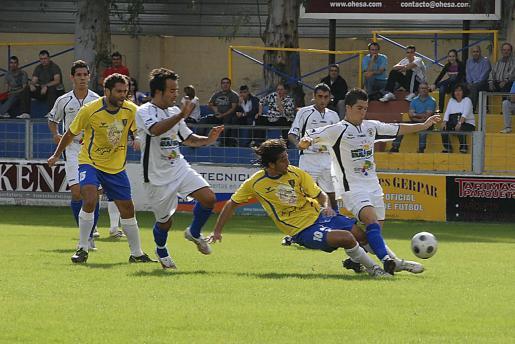 Imagen de archivo de un partido entre la Peña Deportiva de Santa Eulària y el Orihuela.